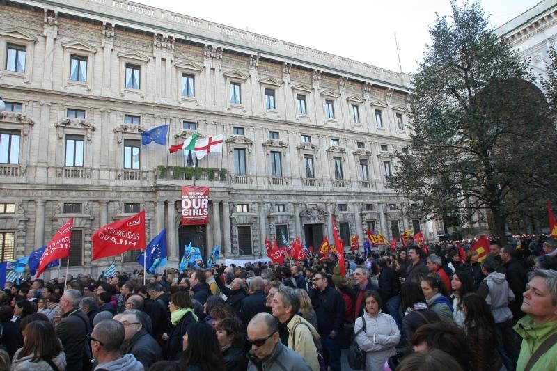 La protesta di lavoratrici e lavoratori del Comune di Milano